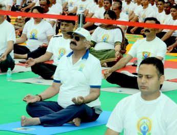 The Punjab Governor and Administrator, UT, Chandigarh, Shri V.P. Singh Badnore performing Yoga along with the officers of UT Administration and people of Chandigarh on the occasion of 5th International Yoga Day 2019 at Chandigarh